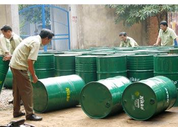Hàng nghìn lít dầu nhớt giả bị phát hiện